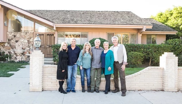 2018_11_02_09_04_14_The_Brady_Bunch_Cast_Reunites_for_HGTV_Renovation_Show_PEOPLE